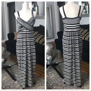 Back & White sleeveless maxi